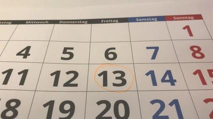 005 Freitag Der 13 Wird Im Kalender Mit Stift Eingekreist Und Markiert