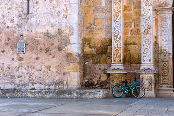 Fototapete - Bicycle and Cathedral Facade