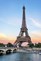 Tour Eiffel  en fin de journée .