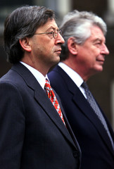 Luxembourg's Prime Minister Jean-Claude Junker (L) and his Dutch counterpart Wim Kok listen to the L..