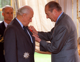 FRENCH PRESIDENT CHIRAC PRESENTS LEGION OF HONOUR TO JOAO HAVELANGE.