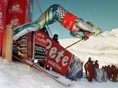 Austria's Hermann Maier takes the start to clock the best time of the men world cup giant slalom in ..