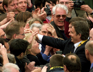 BRITISH PRIME MINISTER TONY BLAIR GREETS WELL WISHERS IN AACHEN.