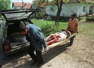 MORGUE WORKERS REMOVE A BODY IN LIPLJAN.