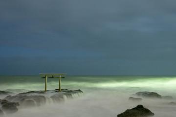 海岸の鳥居、大洗磯前神社