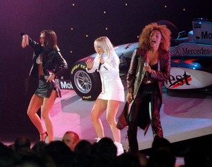 Victoria (L), Emma (C) and Mel (C) of  the British pop-group the Spice Girls perform at Alexandra Pa..