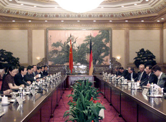 SCHROEDER AND CHINESE PREMIER ZHU HOLD TALKS IN BEIJING.