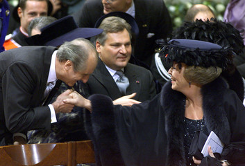 AUSTRIA'S KLESTIL KISSES THE HAND OF QUEEN BEATRIX.