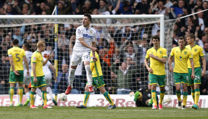 Pablo Hernandez celebrates scoring Leeds United's third goal