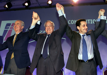 French opposition party Rassemblement Pour la Republique (RPR) leaders Edouard Balladur (L), Christi..