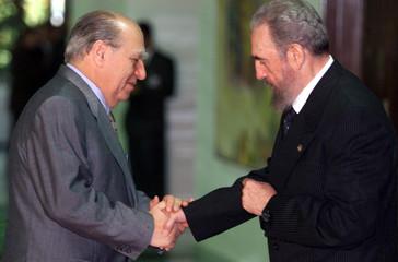 CUBAN PRESIDENT CASTRO GREETS URUGUAYAN PRESIDENT SANGUINETTI.