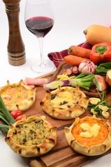 tabla de tartas de verdura con zapallo, cebolla, y verdeo.