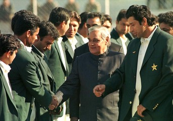 INDIAN PRIME MINISTER A.B. VAJPAYEE MEETS PAKISTANI CRICKET TEAM IN NEW DELHI.