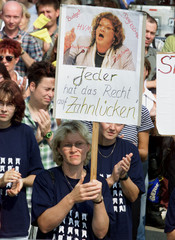 DENTISTS PROTEST IN BERLIN.