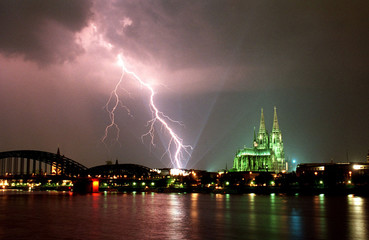 - FILE PHOTO FROM 13JULY94 - A fork of lightning strikes the Wallraff Richartz- Museum near Cologne ..