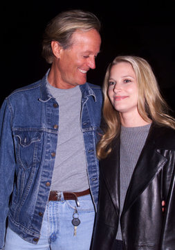 ACTRESS BRIDGET FONDA AND FATHER AT THE WOOD PREMIERE.