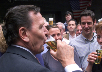 GERMAN CHANCELLOR SCHROEDER SIPS BEER IN COLOGNE.