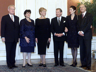 CZECH PRESIDENT VACLAV HAVEL AND HIS WIFE DAGMAR MEET WITH AUSTRIAN, GERMAN AND SWISS PRESIDENTS.