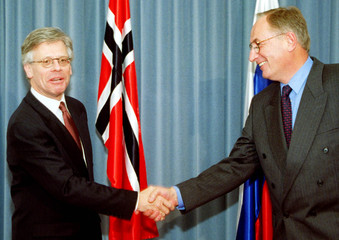 NORWEGIAN FOREIGN MINISTER VOLLEBAEK IS GREETED BY SLOVENIAN COUNTERPART FRLEC IN SLOVENIA.