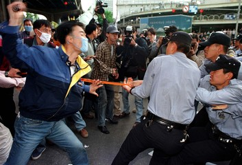 WORKERS SCUFFLE IN SEOUL.