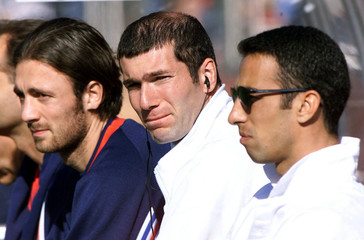 France's Zinedine Zidane (C) sits with Christophe Dugarry (L) and Youri Djorkaeff during a friendly ..