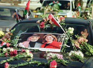 JORDANIAN DECORATE THEIR CAR BY FLOWERS ND KING PIC.