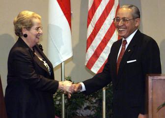 U.S. SECRETARY OF STATE ALBRIGHT MEETS INDONESIAN COUNTERPART ALATAS.