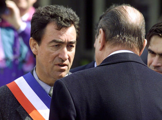 French President Jacques Chirac (R) speaks with the mayor of Chamonix,  Michel Charlet (L),  in fron..