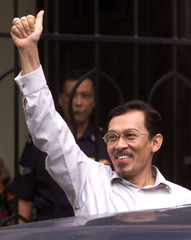 ANWAR IBRAHIM WAVES AS HE LEAVES THE HIGH COURT IN KUALA LUMPUR.