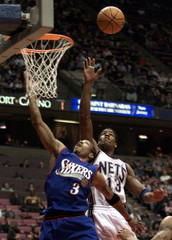 76ERS IVERSON HAS SHOT SLAPPED AWAY BY NETS GILL IN NBA GAME.