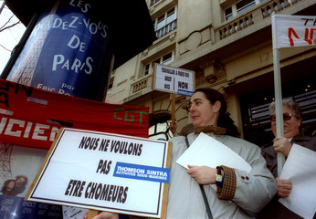 A hundred workers demonstrate in front of French electronics company Thomson - CSF's headquarters to..