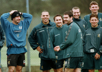 GIANLUCA VIALLI WITH MEMBERS OF THE CHELSEA SQUAD