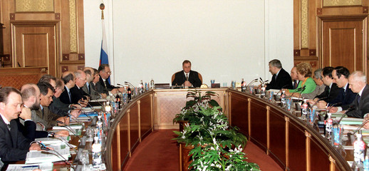 PRIME MINISTER STEPASHIN PRESIDES AT A CABINET MEETING.
