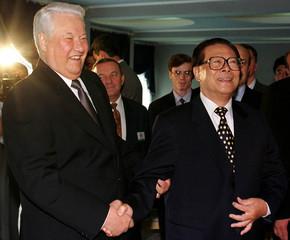 PRESIDENT YELTSIN AND HIS CHINESE COUNTERPART JIANG ZEMIN SHAKE HANDS.