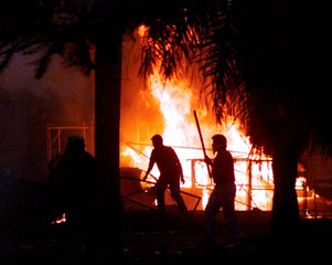 OPPONENTS OF PARAGUAYAN PRESIDENT CUBAS CLASH WITH RIOT POLICE.
