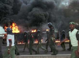 NIGERIAN RIOT POLICE MOVE IN TO QUELL RIOT IN COMMERCIAL CAPITAL.