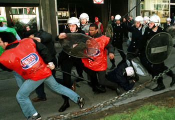 Workers from Renault Belgium clash with policemen during a demonstration by 4,000 protestors in Brus..