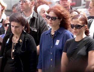 LEAH RABIN WITH DAUGHTER DALIAH AND GRANDAUGHTER NOAH DURING MOMENT OF SILENCE.