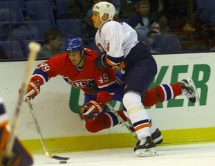 CANADIENS' KOIVU CHECKED BY ISLANDERS' BREWER.
