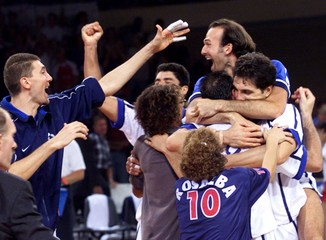 MEMBERS OF THE ITALIAN VOLLEYBALL TEAM CELEBRATE IN VIENNA.