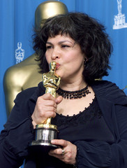"Jenny Shircore kisses the Oscar that she won for Best Makeup for her work in the film ""Elizabeth,"" a.."