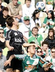 Austria Kaernten's Manuel Ortlechner challenges Rapid Vienna's Veli Kavlak during their Austrian league soccer match in Vienna