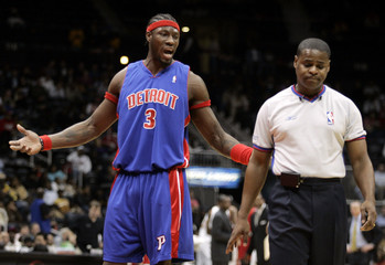 Pistons' Wallace argues call with referee in Atlanta