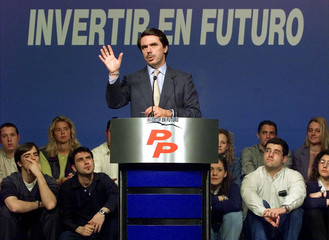 SPANISH PRIME MINISTER AZNAR ADDRESSES CAMPAIGN RALLY.
