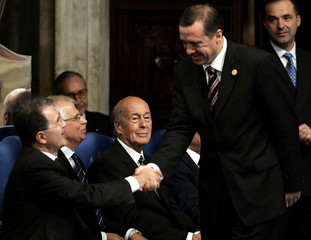 Italian outgoing EU Commission chief Romano Prodi  (L) shakes hands with Turkish Prime Minister Tayy..