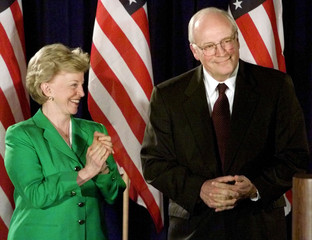 LYNNE CHENEY APPLAUDS AS HUSBAND INTRODUCED IN AUSTIN.