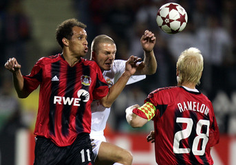 Bayer Leverkusen's Franca (L) and Ramelow challenge Real Madrid's Beckham during their Champions ...