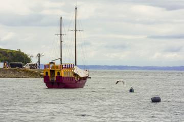 barco para excursión en puerto varas