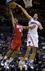 New Jersey Nets guard Lee drives to basket against Charlotte Bobcats forward Radmanovic of Serbia in their NBA basketball game in Charlotte