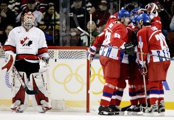 CANADIAN GOALIE BRODEUR WATCHES CZECHS CELEBRATE GOAL IN OLYMPIC ICEHOCKEY.